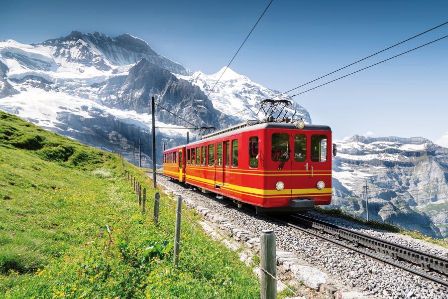 Schweizer Bergwelt –  Beatenberg - Berner Oberland mit Jungfraujoch und Schilthorn
